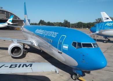 Aerolineas 737 800 Y A 340 foto ar