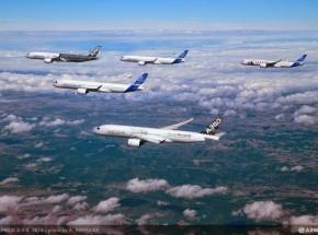 Airbus-A350XWB-Formation-Flight-03
